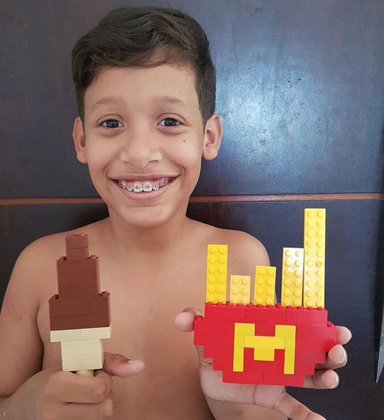 garoto autista estátua da liberdade lego 3