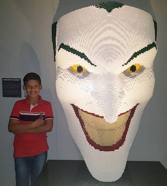 garoto autista estátua da liberdade lego 4