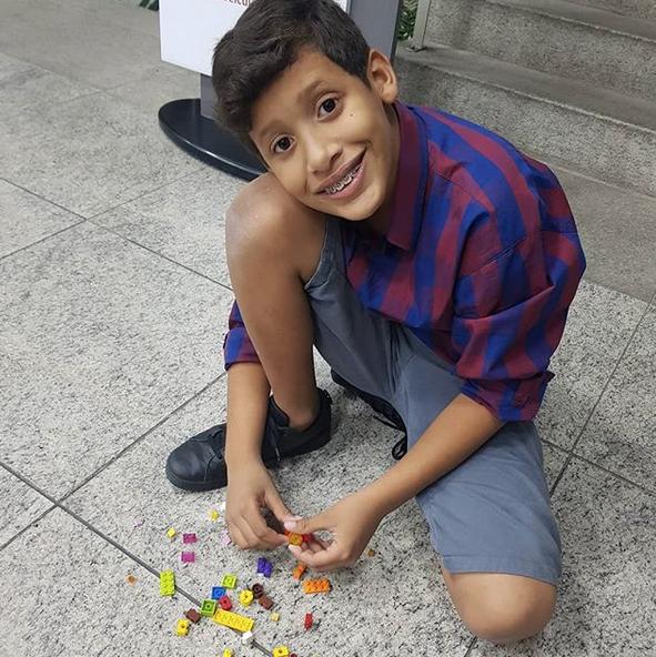 garoto autista estátua da liberdade lego 7