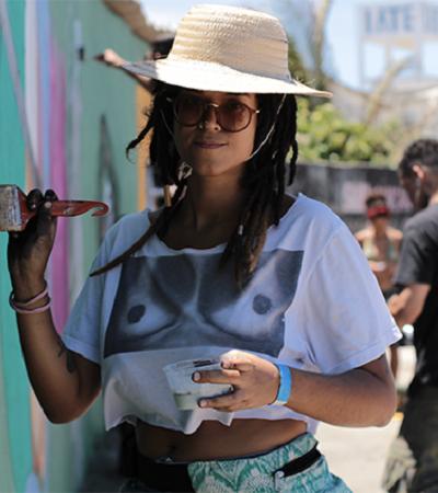 Grafiteira pernambucana usa tintas de terra para criar murais que celebram a natureza