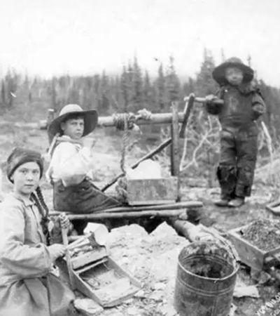 Teoria da conspiração diz que Greta Thunberg é viajante no tempo de 1898; imagens intrigam