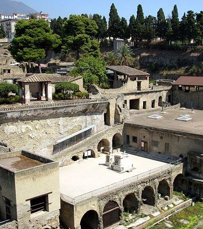Herculano: a vizinha de Pompeia que sobreviveu ao vulcão Vesúvio