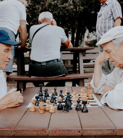 Jogar protege o cérebro durante envelhecimento, aponta estudo de 68 anos
