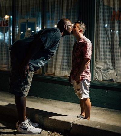 Projeto fotográfico retrata beijos para celebrar o amor e a diversidade