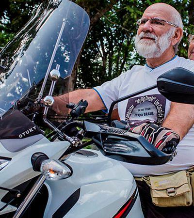 Conheça o casal de idosos que vendeu tudo para viajar o mundo de motocicleta