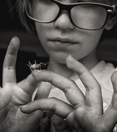 Ela fotografou sua filha crescendo sem smartphone e rompendo com estereótipos de gênero em série inspiradora