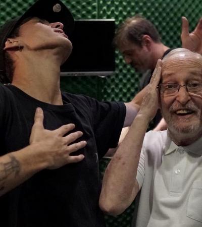 Avô com Alzheimer decora e canta música para neto: 'Não estou sabendo lidar'