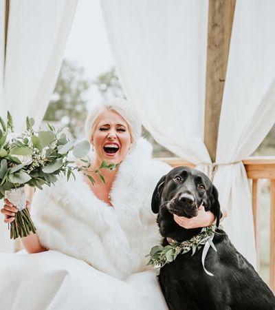 Noiva faz ensaio emocionante com cachorro que rouba cena e buquê