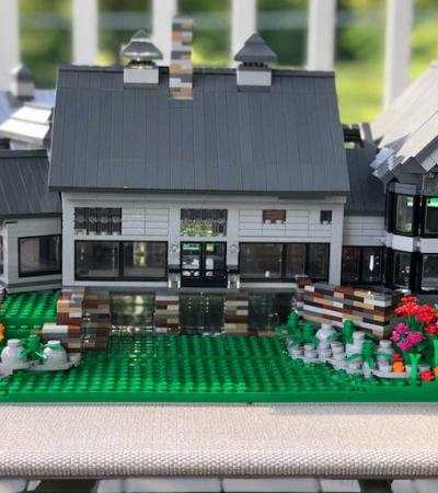 Mulher constrói réplicas de casas reais em versão LEGO