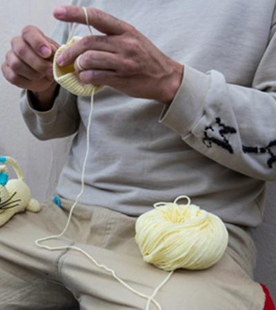 Detentos criam bonecos em crochê para o Natal de crianças em situação vulnerável