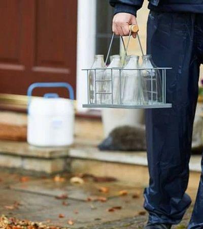 Leite em Londres volta a ser entregue em garrafas de vidro para evitar plástico