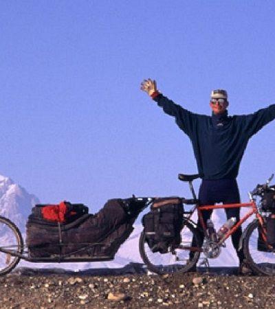 Ele pedalou 13 mil km da Suécia ao Nepal, escalou o Everest e voltou pra casa
