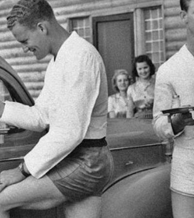 Nos anos 1940 homens de shortinho serviam drinks a mulheres neste drive-in texano