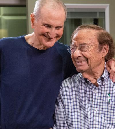Esta dupla de compositores de 88 e 102 anos acaba de lançar seu primeiro álbum