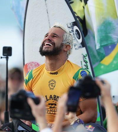 Ele superou Medina e se tornou primeiro nordestino campeão mundial de surfe