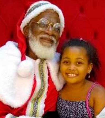 Pequena Joelma fica eufórica com Papai Noel negro: 'Da Minha Cor'