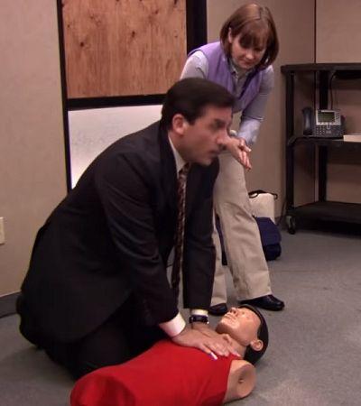 Americano salva mulher com técnica de primeiros socorros mostrada em 'The Office'
