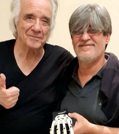 Luvas biônicas criadas por fã ressuscitam mãos do maestro João Carlos Martins