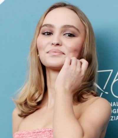 'Sempre me ensinaram que a privacidade é algo que você deve valorizar', diz Lily-Rose Depp, filha de Johnny Depp