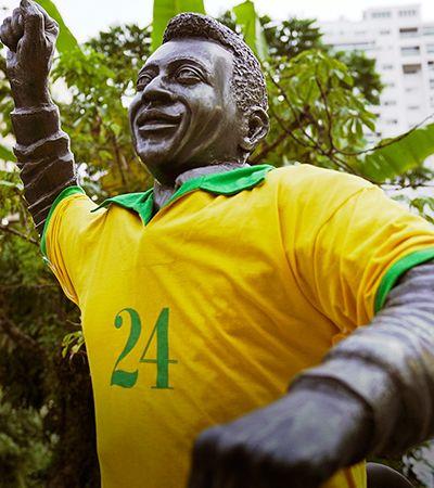 Champions LiGay veste Pelé com a camisa 24 contra a homofobia no futebol