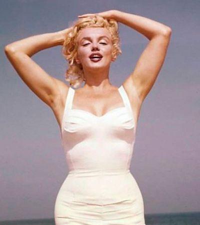 A beleza e o charme de Marilyn Monroe em um lindo ensaio num dia de praia em 1957