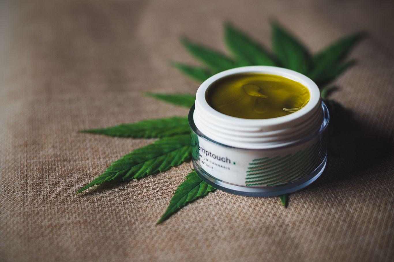 adesivo cannabis 3