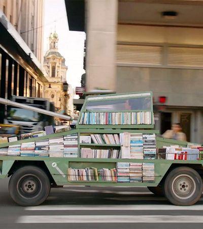 'Tanque de livros': A necessária criação deste artista argentino pela leitura