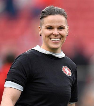 Super Bowl: comercial da Microsfot exalta 1ª técnica mulher e LGBTQ+ da NFL