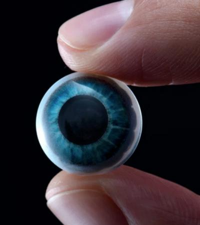 Lente de contato inteligente instala smartphone em seus olhos