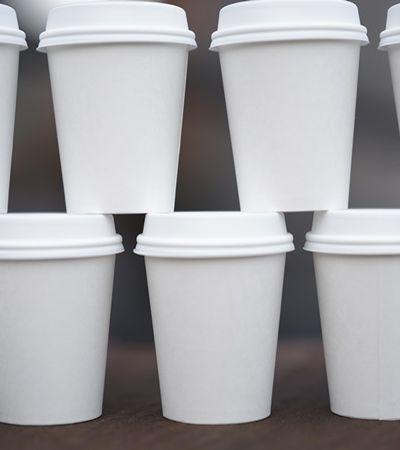 Lei veta fornecimento de utensílios plásticos descartáveis em SP
