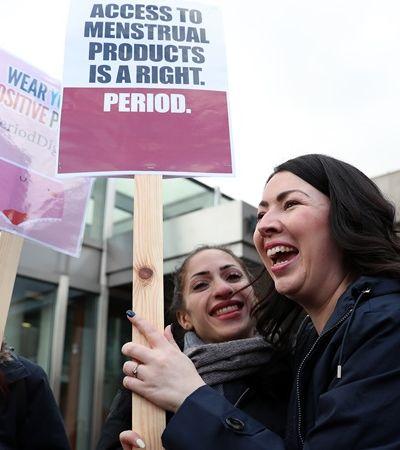 Escócia se torna 1º país do mundo a distribuir absorvente gratuitamente