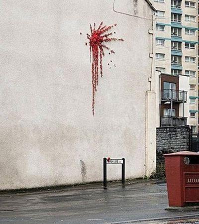 Banksy apresenta obra que relaciona violência e amor no Dia dos Namorados