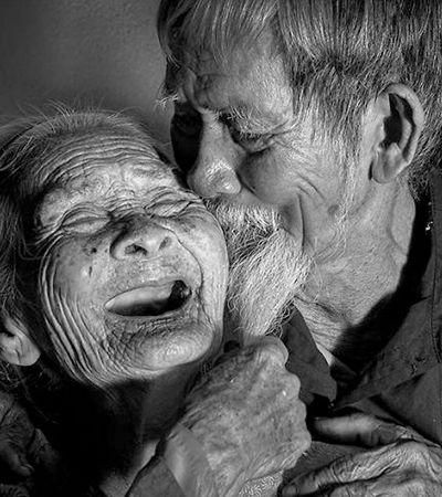 Ensaio eterniza amor de casal junto desde a década de 1930