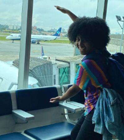 Conversamos com Cíntia Aureliano, publicitária autora de vídeo genial sobre 1ª viagem de avião
