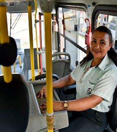 Cobradora escreveu, no ônibus, livro de poesia sobre vida no trânsito