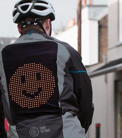 Ford cria 'jaqueta de emoji' para ciclistas poderem se comunicar com motoristas