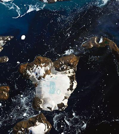 Uma onda de calor derreteu 20% da neve de uma ilha Antártica em 9 dias