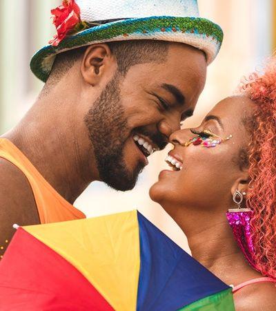 Entenda o que é a 'doença do beijo' e saiba como evitá-la no Carnaval