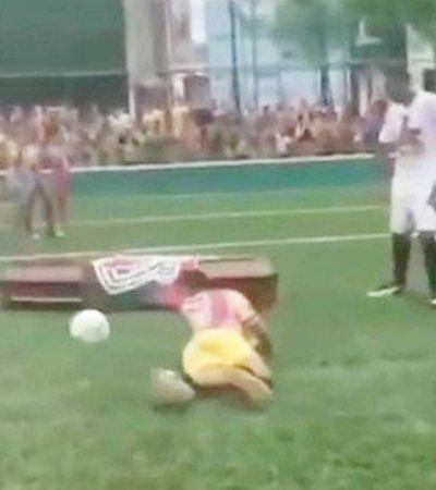 Homem morto pela PM 'faz gol' dentro de caixão e isso diz muito sobre a violência no Brasil
