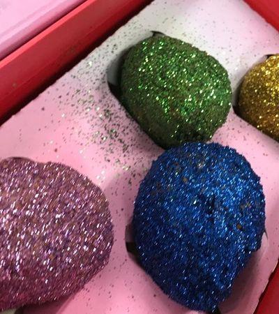 Coxinha de glitter vendida no Carnaval provoca reações distintas