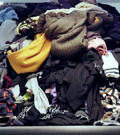 Reciclagem circular: máquina permite que indústria têxtil utilize roupas velhas como matéria prima para novas