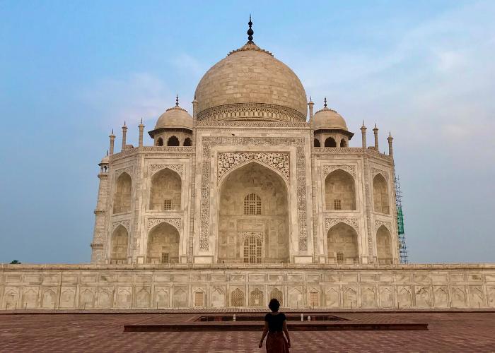 Taj Mahal quando ainda estava aberto. Para tirar fotos sem multidões ao fundo era necessário esperar o monumento abrir as portas.
