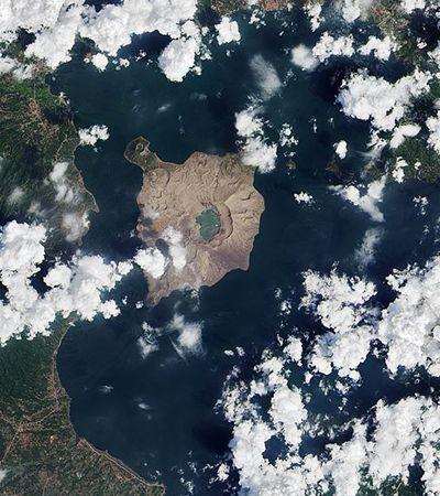 NASA: fotos mostram como erupção de vulcão dizimou vegetação tropical