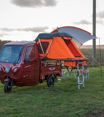 Este caminhão elétrico de 3 rodas funciona como um acampamento móvel