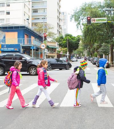 Projeto organiza grupos para incentivar crianças a irem a pé para a escola