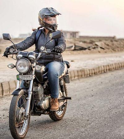 Zenith Irfan: a paquistanesa que desafiou costumes pelo sonho de ser motociclista