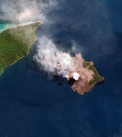 Câmera capta momento em que Krakatoa entra em erupção