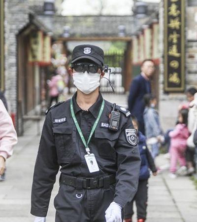 Coronavírus faz 1ª democracia ruir e abre debate ético sobre vigilância e controle