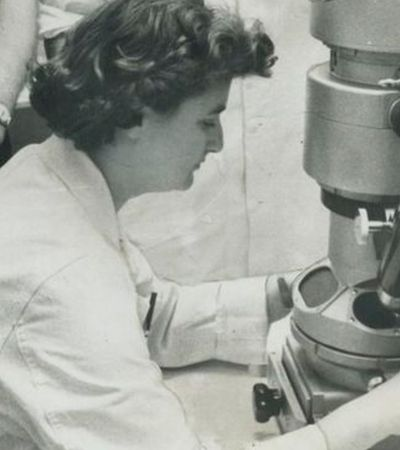 June Almeida, a cientista que descobriu o primeiro coronavírus após abandonar escola aos 16 anos