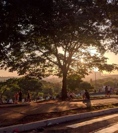Imagem da Praça do Pôr do Sol lotada no sábado mostra que muita gente não entendeu nada
